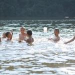 zkoušíme vodu v řece